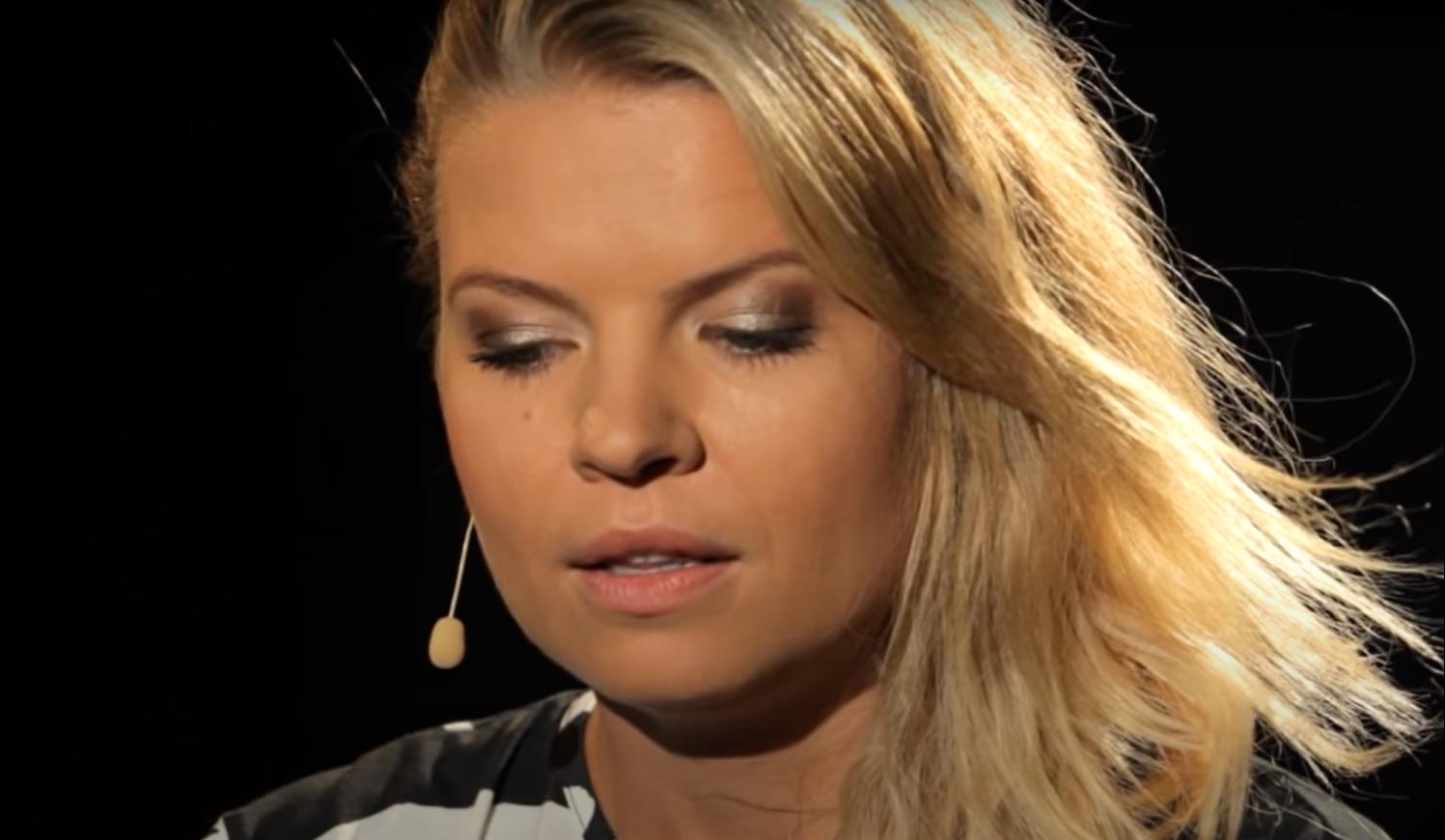 Gwiazda TVP, Marta Manowska została przyłapana przez fotoreporterów na planie nowego sezonu Rolnik Szuka Żony, uwagę zwrócił jej brzuch czyżby była w ciąży?
