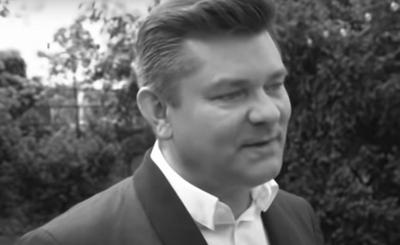 Szokujący post pojawił się w serwisie Facebook, artykuł podawał, że lider zespołu Akcent, Zenek Martyniuk nie żyje, jest to oczywiście nieprawda. A cała ta informacja to oszustwo, które powinno zostać ukarane.