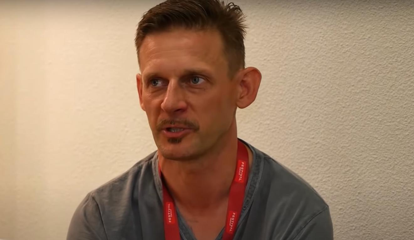Michał Wójcik przeżywa tragedię, u jego żony został zdiagnozowany nowotwór, teraz Ani Mru Mru w serwisie Facebook prosi o pomoc.
