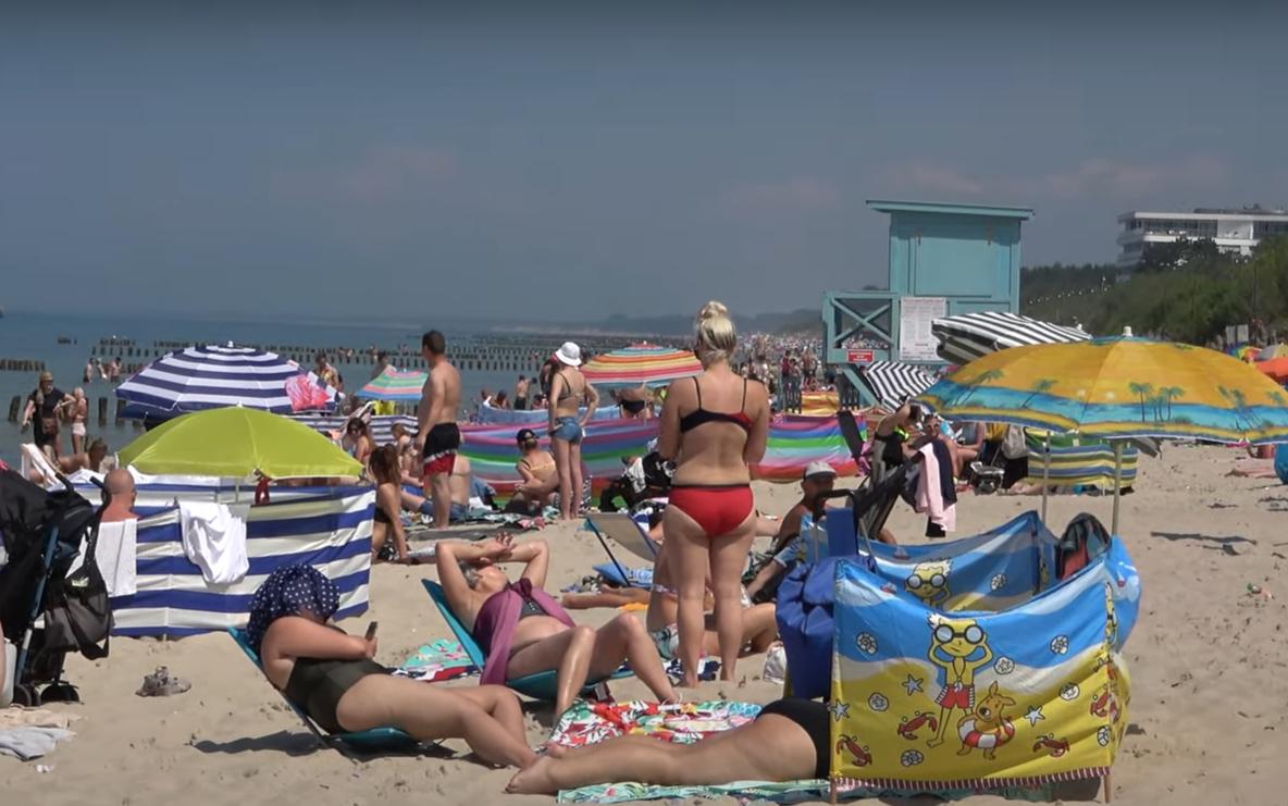 Sanepid zamknął niektóre plaże nad morzem, zagrożenie jest zbyt wielkie, jest tam wprowadzony całkowity zakaz kąpieli, a nawet wchodzenia do wody.