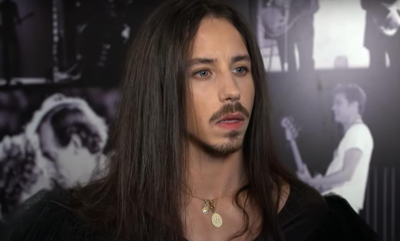 Jego kariera rozpoczęła się o udziału w X-Faktor w TVN, Michał Szpak osiągnął status gwiazdy, jednak teraz ma problemy. Fani są zdruzgotani.