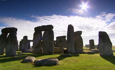 Tajemnica i historyczna zagadka Stonehenge w Anglii w końcu rozwiązana. Archeolodzy donoszą, że osiągnęli prawdziwy przełom w badaniach.