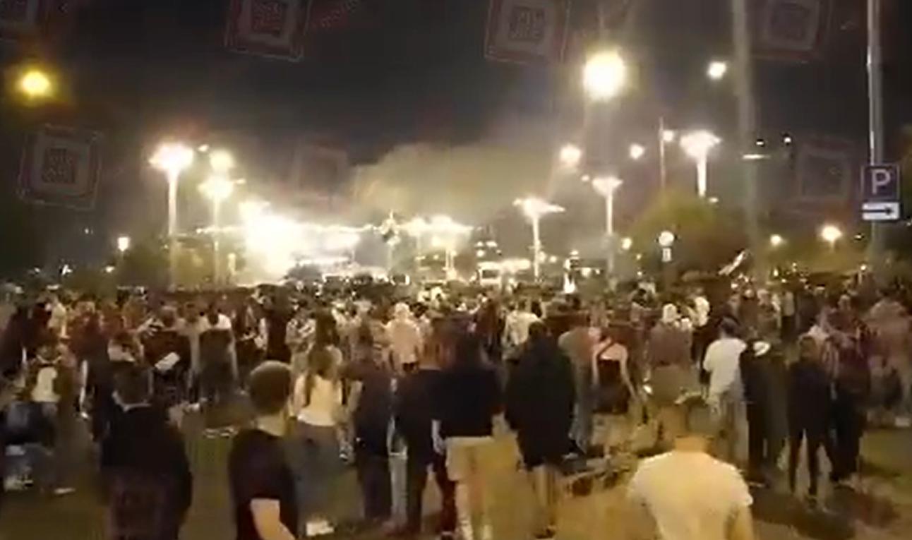 Białoruś wybory prezydenckie: Zamieszki w Mińsku niezadowoleni wyborcy wyszli na ulice, Twitter podaje, że są ofiary śmiertelne.