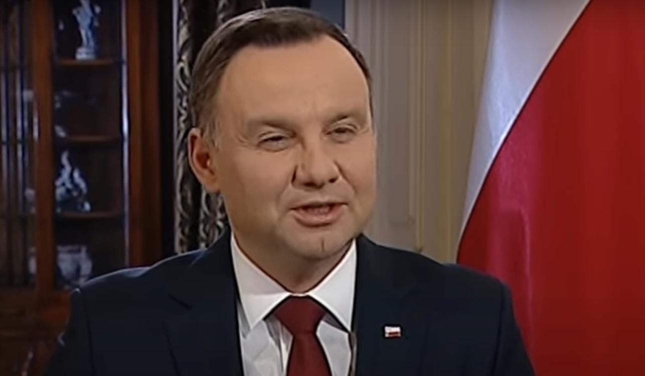 Prezydent Andrzej Duda był w śmiertelnym niebezpieczeństwie, istniało duże zagrożenie jego życia, odbył lot samolotem, a pilot był bez uprawnień.