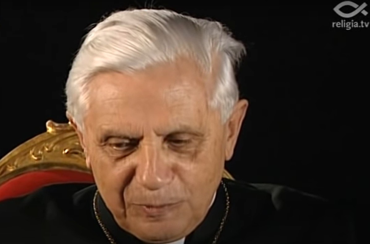 Osoba z otoczenia papieża emeryta donosi, że jego stan zdrowia bardzo się pogorszył, lekarze robią co mogą, czy papież Benedykt XVI umiera?