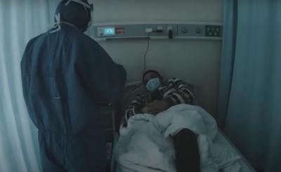 Koronawirus: Dwaj filmowcy z Chin opublikowali przerażający film z Wuhan z początku pandemii. Sceny jakie w nim pokazali są naprawdę straszne.