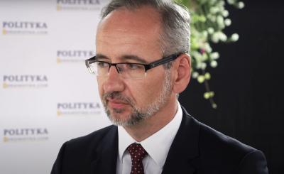Minister zdrowia Adam Niedzielski poinformował, że miało miejsce celowe złamanie zasad szczepienia na COVID-19 w Polsce.