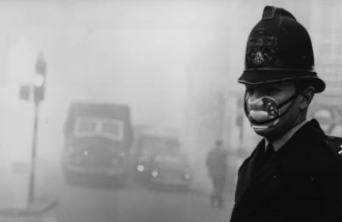 W 1952 roku w stolicy Wielkiej Brytanii, Londynie doszło do olbrzymiej tragedii, zabójczy smog pochłonął wiele ofiar, nikt się nie spodziewał.