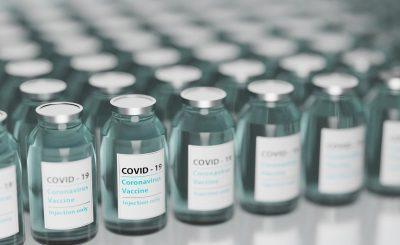 Warszawa: poinfomorwano, że zmarł mężczyzna po szczepionce na COVID-19, śmierć nastąpiła w wyniku wystąpienia kilku powikłań