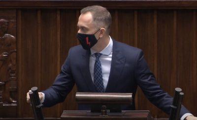 Cezary Tomczyk, szef klubu parlamentarnego Koalicji Obywatelskiej zaatakował rząd, TVP oraz Jarosława Kaczyńskiego. Bardzo mocne słowa