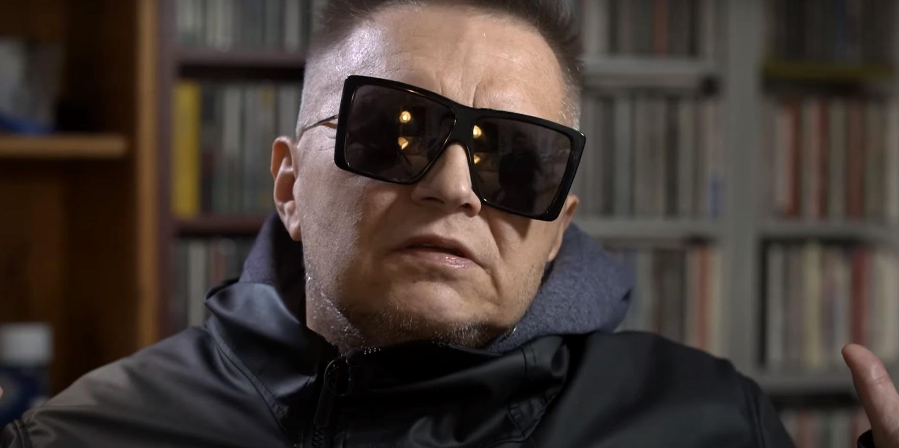 """Muniek Staszczyk powiedział podczas wywiadu z """"Polska The Times"""", co sądzi o aborcji, tradycyjnych wartościach i Strajku Kobiet"""