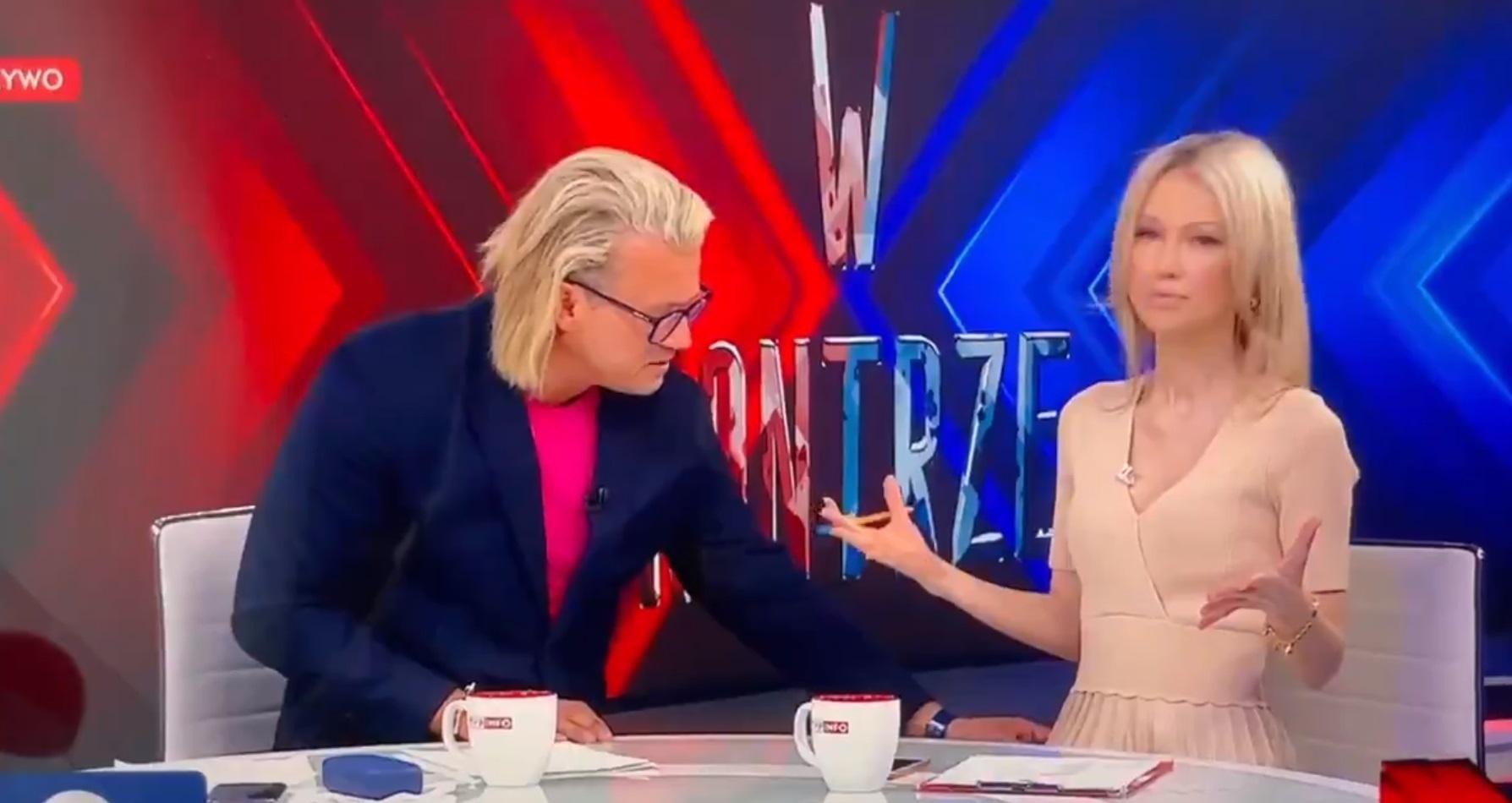 Jarosław Jakimowicz podczas wspólnego programu z Magdaleną Ogórek, chwycił za sukienkę koleżanki co wyraźnie nie jej nie spodobało