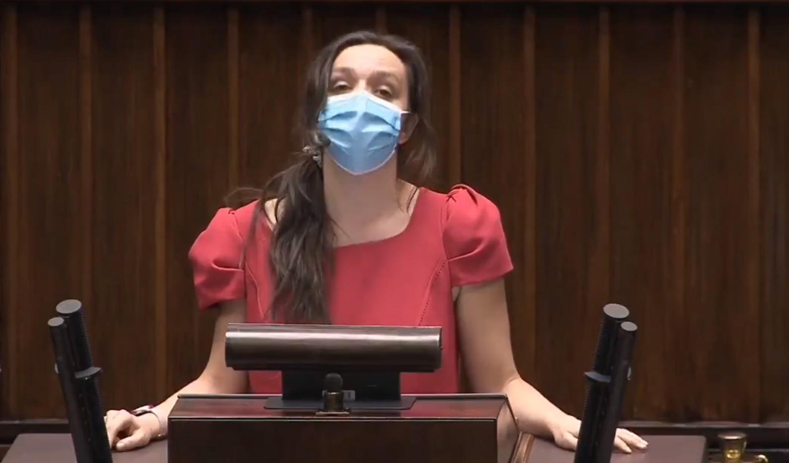 Klaudia Jachira po swoim przemówienie w Sejmie została ośmieszona przez krótki komentarz jakiego dopuścił się wicemarszałek Terlecki