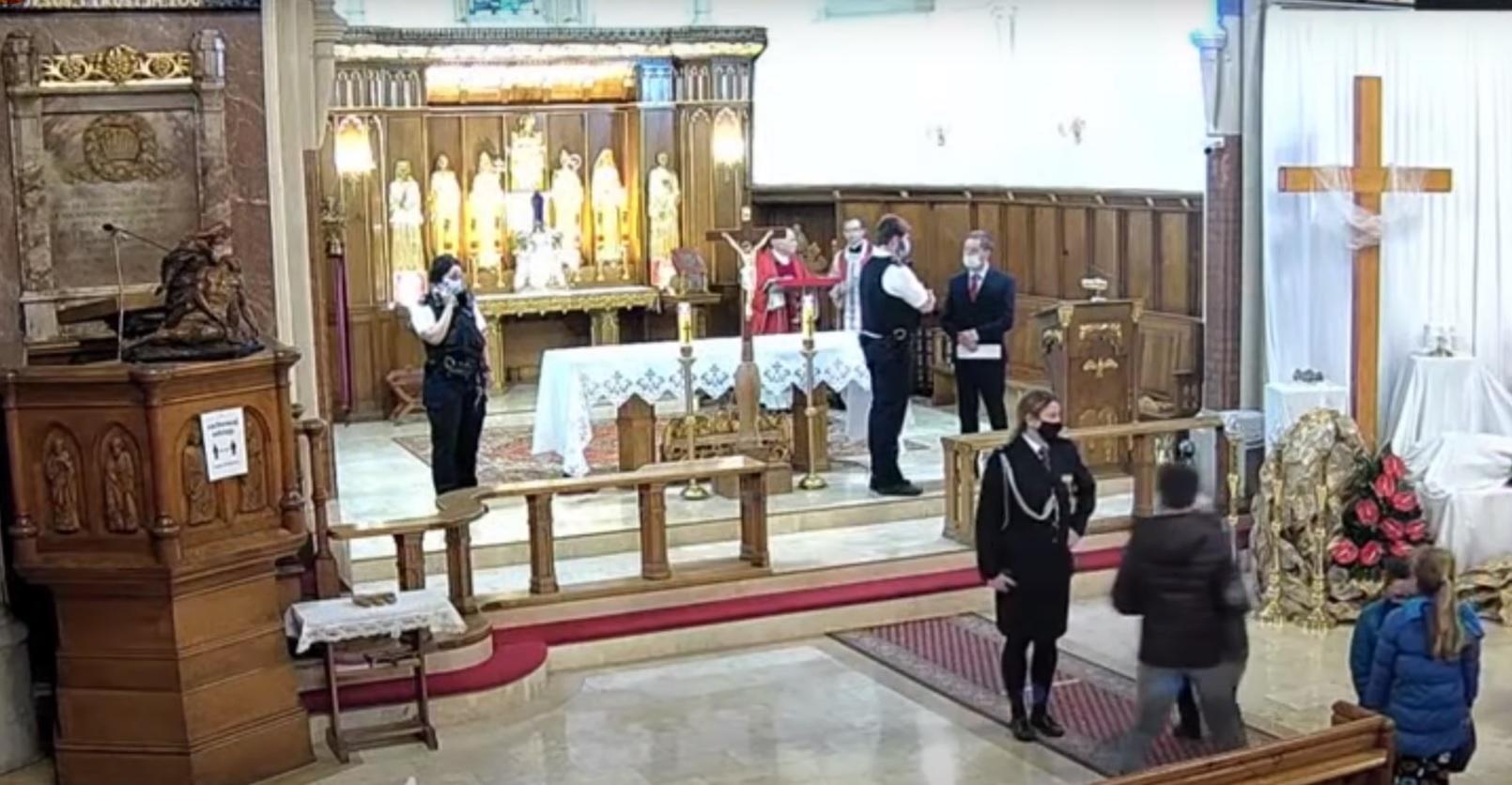 Londyn: W polskim kościele, w którym akurat odbywało się nabożeństwo nagle weszła policja, całe zajście zostało nagranie i szybko obiegło sieć