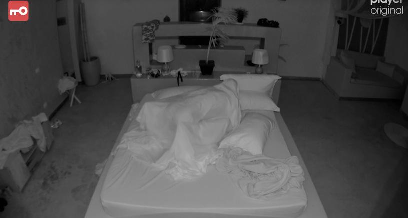 """Nowy odcinek programu TVN """"Hotel Paradise"""" ponownie zaowocował zbliżeniem, na seks przed kamerami zdecydowali się Bibi i Simon"""