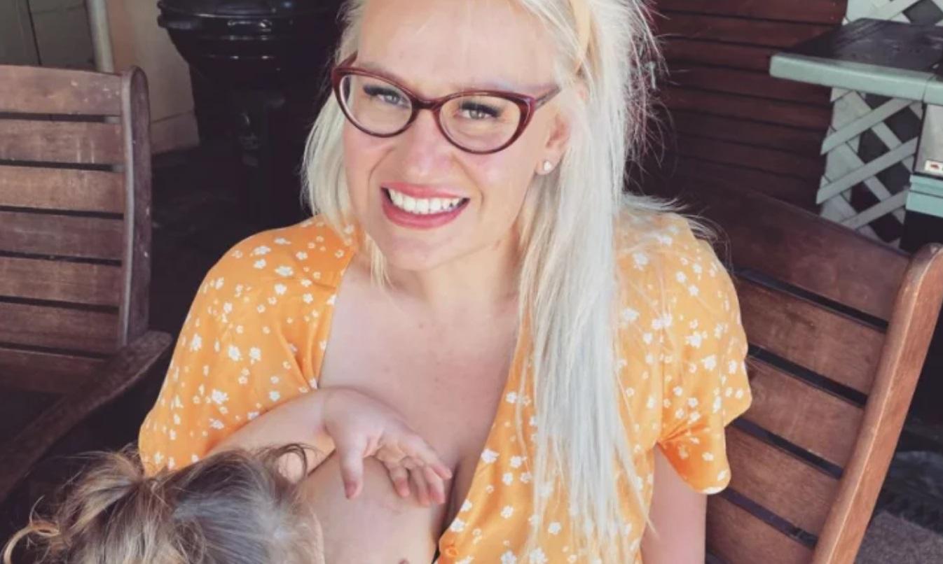 Amy McGlade szerzej znana jest jako Breast Milk Queen propagatorka karmienia piersią, która publikuje posty w serwisie Instagram.
