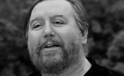 """Śmierć Dariusza Gnatowskiego aktora serialu """"Świat według Kiepskich"""" była szokiem, jak teraz wygląda jego grób? Dziennikarze SE to sprawdzili"""