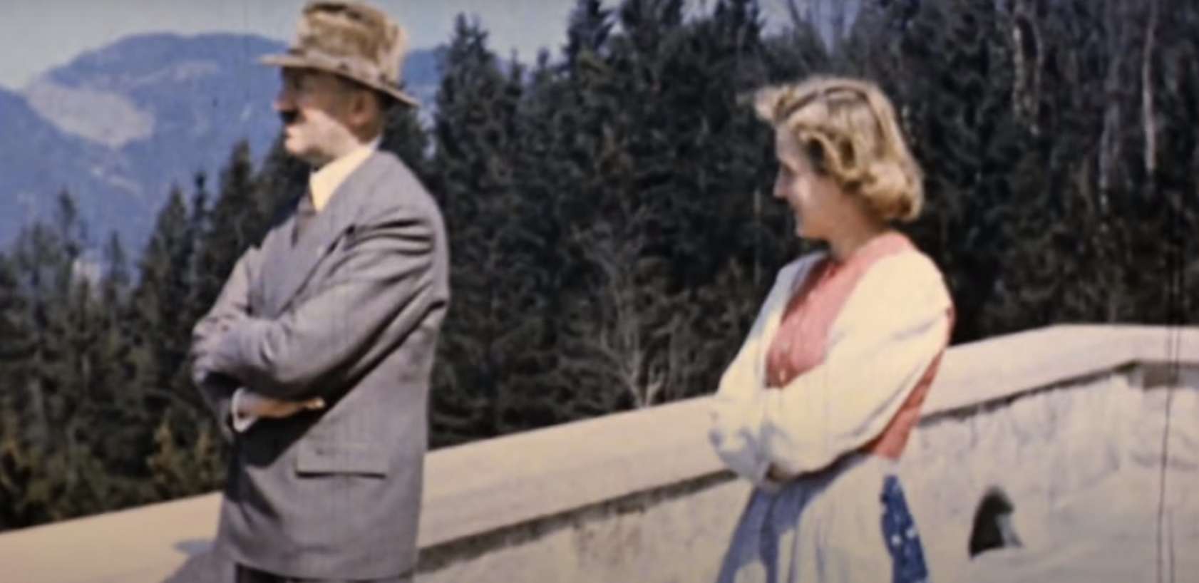 To odkrycie miało wstrząsnąć ludźmi, ogłoszono bowiem, że odnaleziono zdjęcia przedstawiające Ewę Braun, kochankę Adolfa Hitlera nago.
