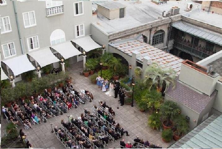 Pewna para zażyczyła sobie aby zdjęcia ze ślubu zrobił dron. To jedno zdjęcie ze ślubu jest przerażające. Zobaczyli to gdy je przybliżyli