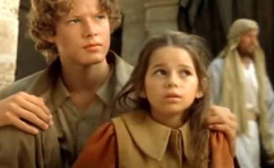 Karolina Sawka jest najlepiej kojarzona jako mała Nel z filmu W Pustyni i w Puszczy, teraz wygląda zupełnie inaczej, wyrosła na piękność