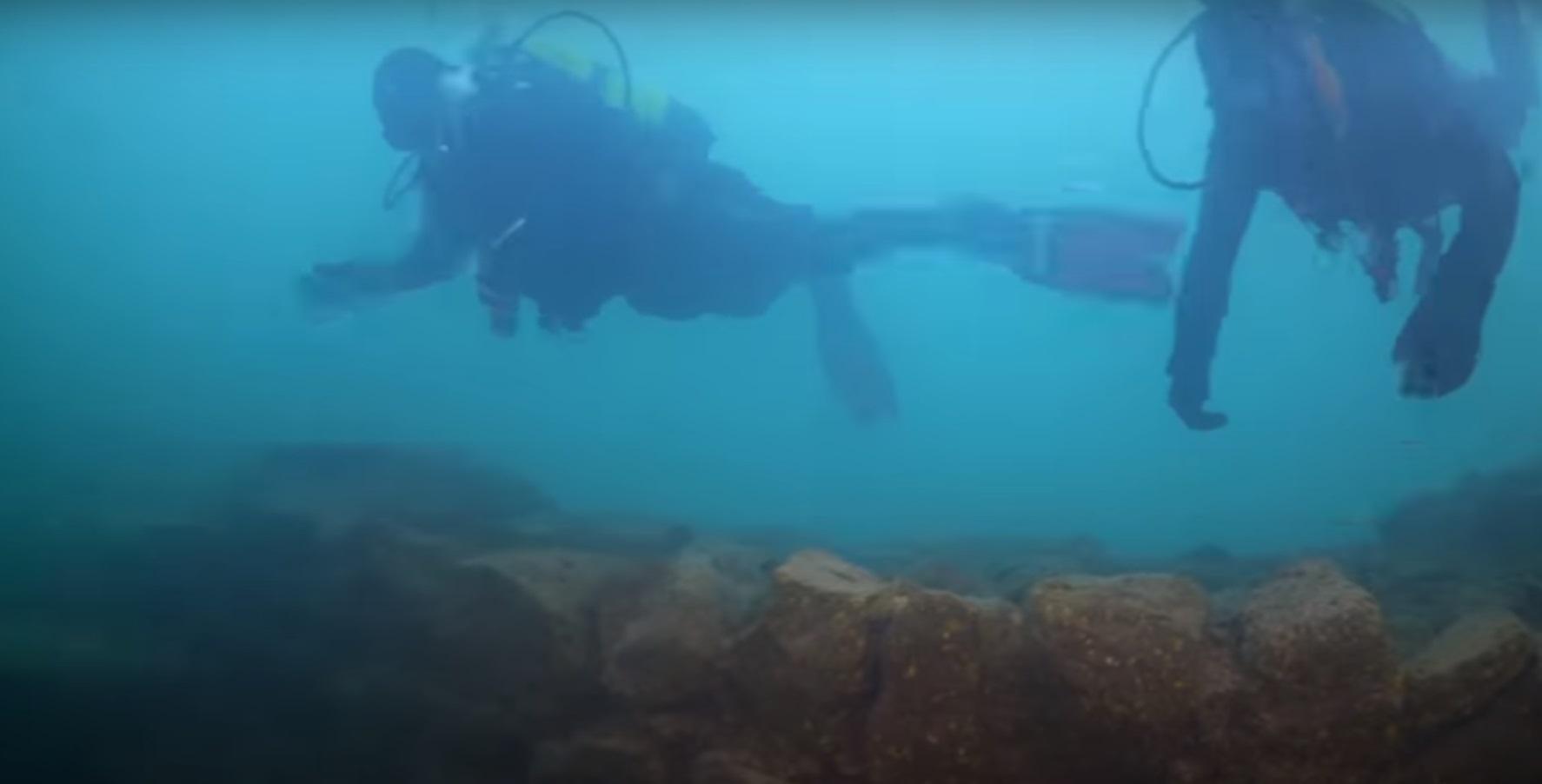 Niesamowite odkrycie na dnie tureckiego jeziora wstrząsnęło światem nauki. Wiele osób, które pracowały przy tym znalezisku określiło to cudem