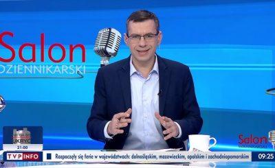 """Czy w Polsce czeka nas segregacja sanitarna i przymus szczepień? Na te pytania dyskutowali goście zebrani w programie TVP Info """"Salon Dziennikarski""""."""
