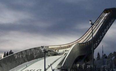 Skocznia Holmenkollenn w Oslo to jeden z najlepiej rozbudowanych ośrodków sportów zimowych w tym oczywiście skoków. Skrywa w sobie tajemnicę