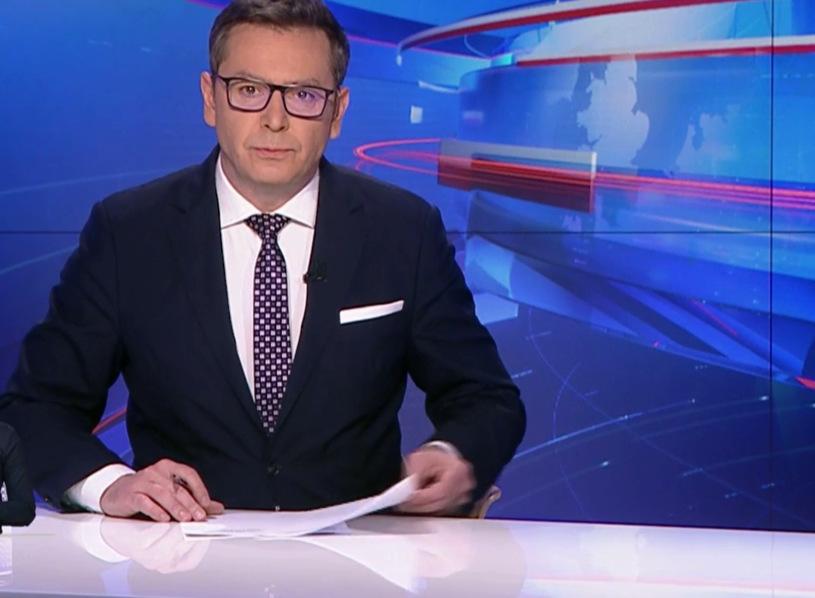 """Podczas emisji serwisu """"Wiadomości"""" TVP przekazano smutne wieści, nie żyje Wiktor Kałuziński od lat związany z Telewizją Polską, zmarł na koronawirusa."""