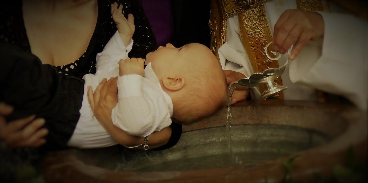 """Był szczęśliwy gdy poproszono go o zostanie ojcem chrzestnym, jednak zaraz po chwili wręczono mu kopertę z """"listą wymagań"""" jakie musi spełnić."""