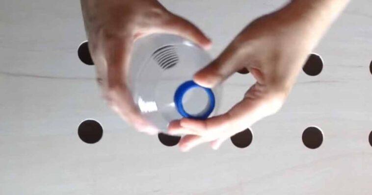 Okazuje się, że można zrobić sobie domowy klimatyzator. Potrzebujesz do tego tylko kartony i butelek aby ochłodzić się w upalne dni