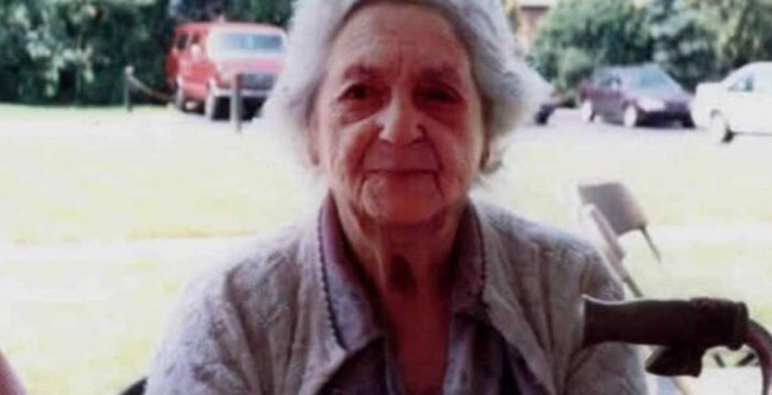 Kobieta zrobiła zdjęcie swojej babci, po śmierci kobiety wnuczka na zdjęciu zobaczyła postać, która przypominała dziadka, czy to był duch?