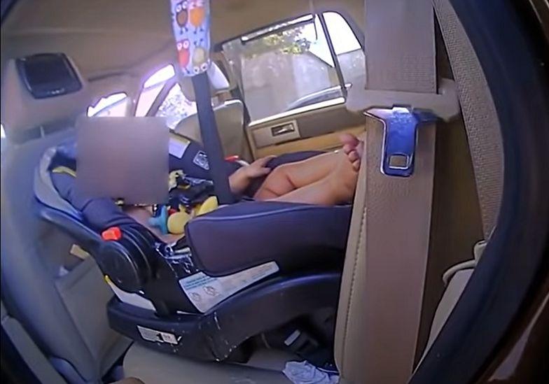 Policjanci z Krosna otrzymali niepokojące zgłoszenie o tym, że ktoś pozostawił dwójkę dzieci w rozgrzanym samochodzie. Sprawa bulwersuje