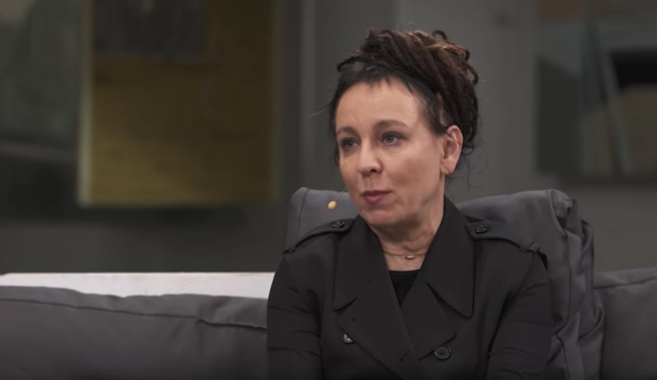 Olga Tokarczuk upokorzyła Polaków i ostro zaatakowała Polskę w zagranicznej prasie, broniąc tym samym osób LGBT. Wybuchł skandal