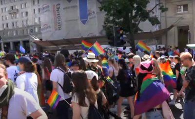 Parada Równości jaka przeszła ulicami Warszawy wzbudziła wiele kontrowersji. Coraz częściej mówi się o tym, że jej forma jest nieodpowiednia