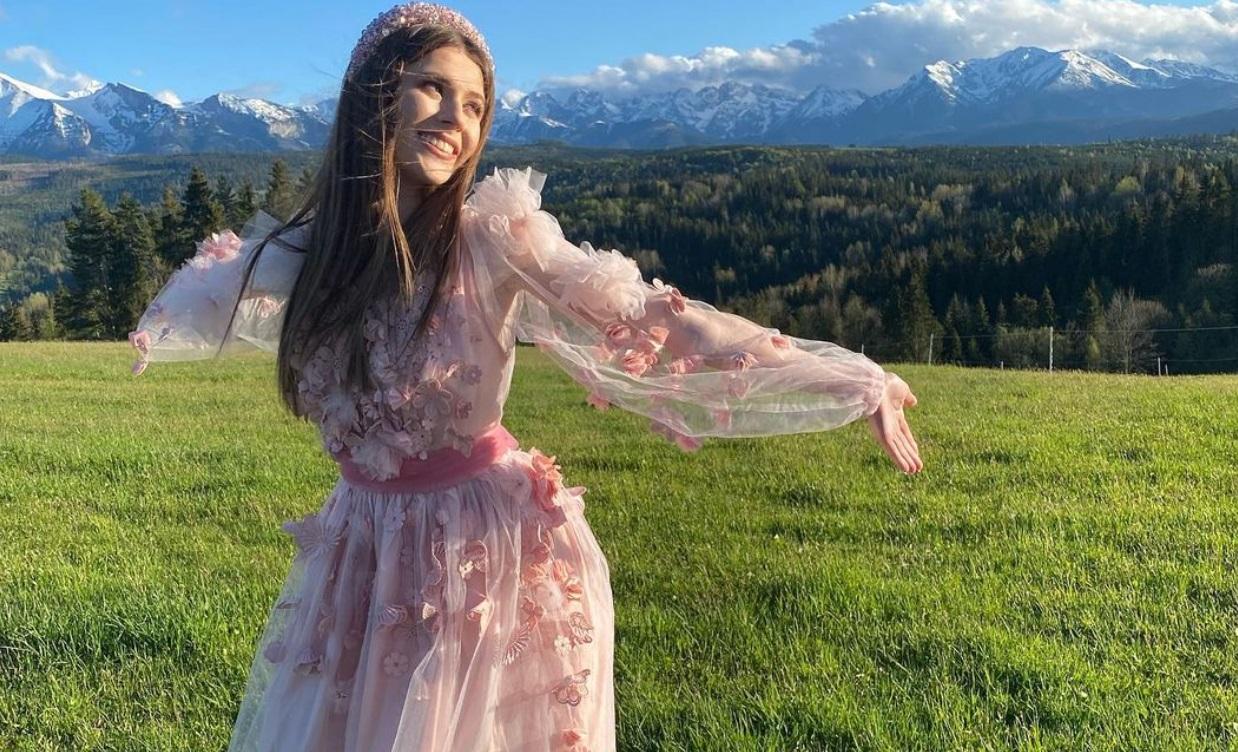 Roksana Roxie Węgiel szturmem wzięła polską scenę muzyki rozrywkowej, wygrana w The Voice Kids otworzyła jej wrota do świata show-biznesu.