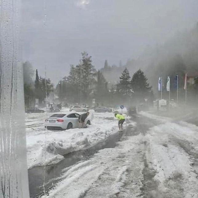 W Niemczech dantejskie sceny, po tym jak przeszła potężna burza z gradem ulice zostały zasypane kulami śniegowymi.