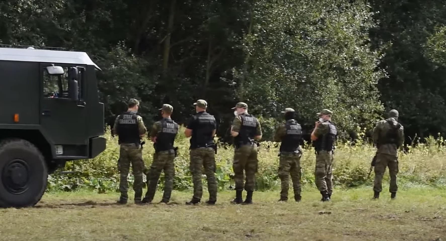 Poinformowano, że Straż Graniczna wraz z oddziałami Wojska Polskiego zatrzymała na granicy z Białorusią 13 osób w tym Bartosza Kramka.