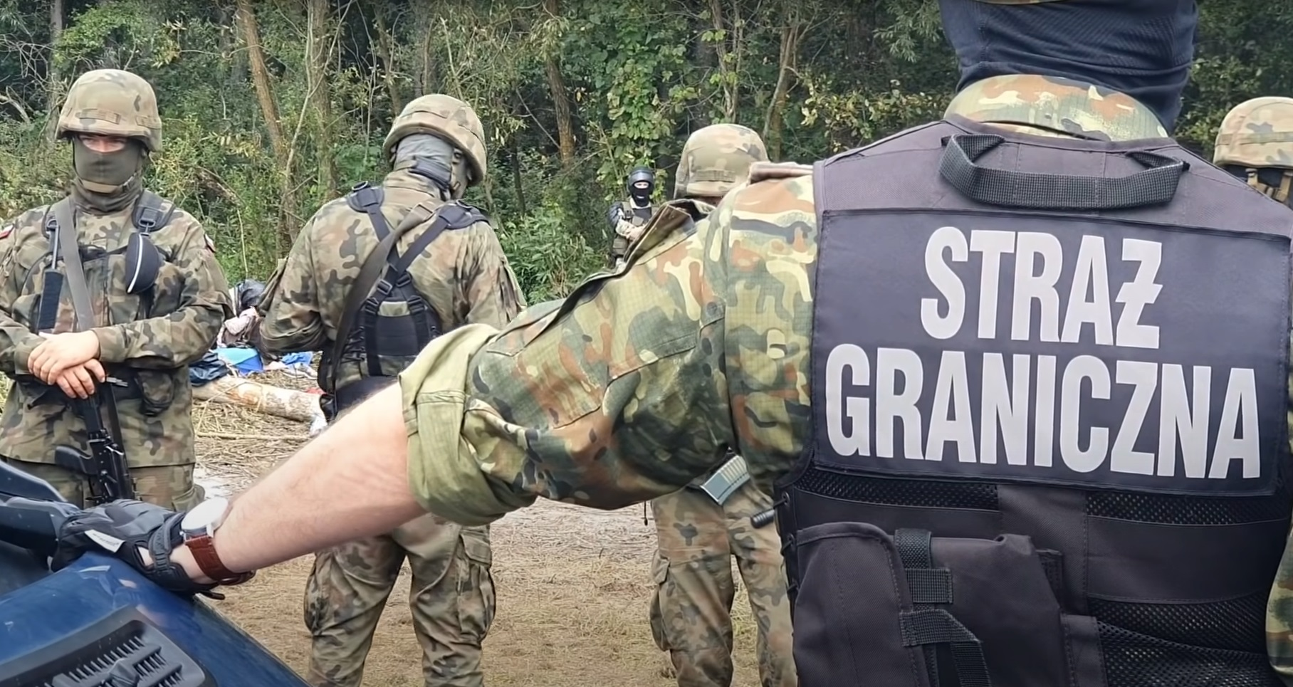 Imigranci szturmują polską granicę. Sytuacja na granicy polsko-białoruskiej nadal jest bardzo napięta. Straż Graniczna ma pełne ręce roboty,